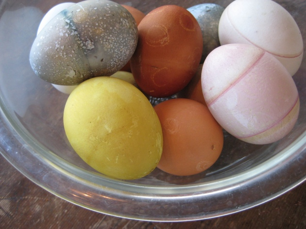 Naturally colored eggs in bowl