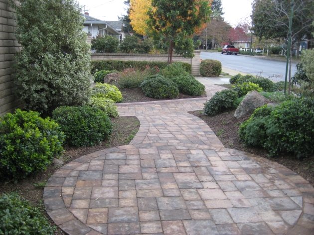 classic front yard landscape with paver circle