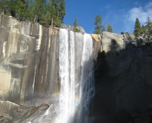yosemite falls vert